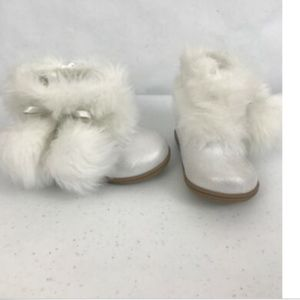Baby Boots Faux Fur White Pom Poms Size 3 Side Zip